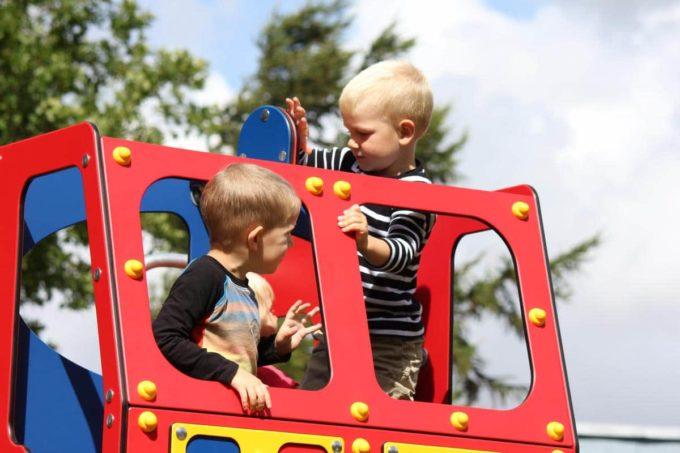 Spielhaus Feuerwehrauto auf Federn - LEDON Originals - 1701-02 11