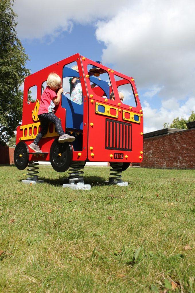 Spielhaus Feuerwehrauto auf Federn - LEDON Originals - 1701-02 4