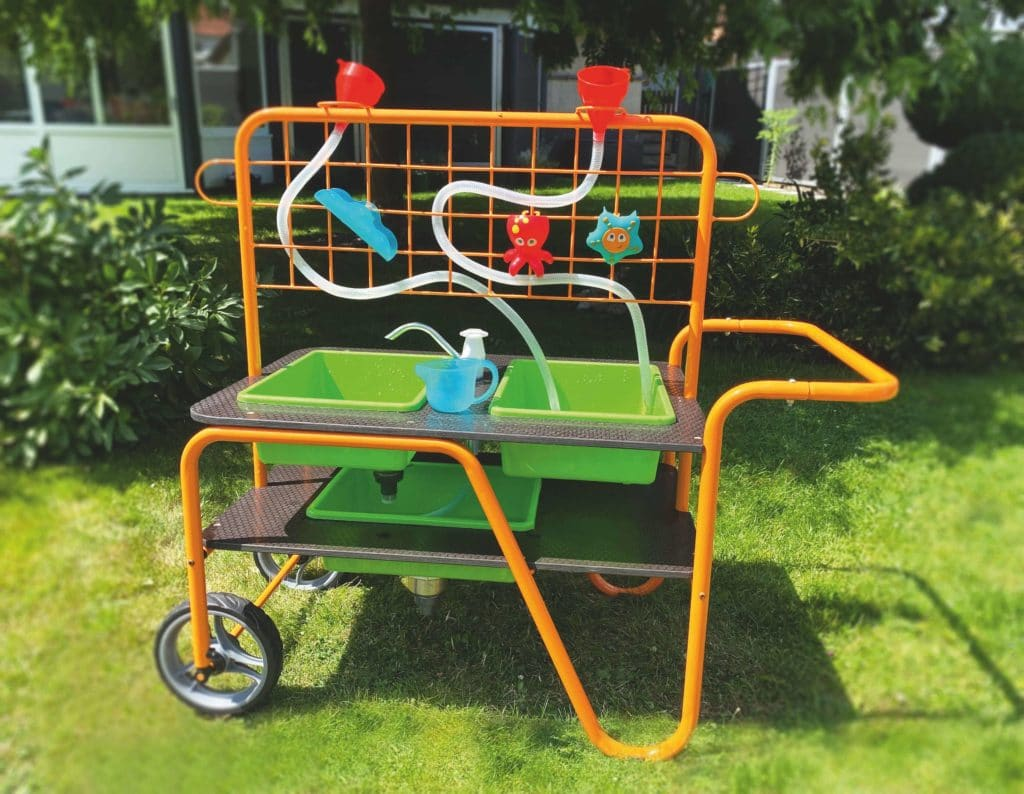 Beleduc Mobiler Wasserspiel & Sandspieltisch - Matsch Spaß 2