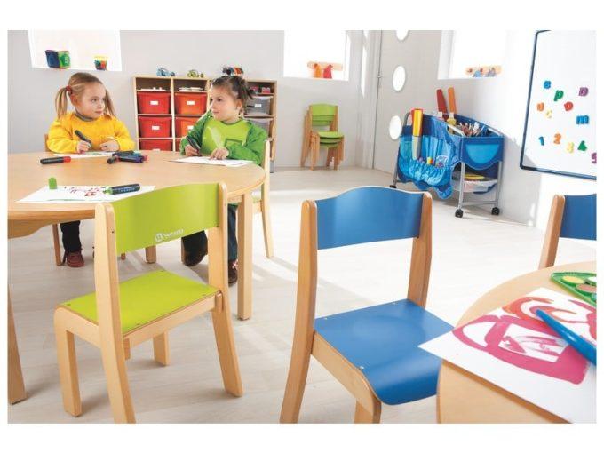 Kindergarten-Stuhl aus Holz mit Schrittstütze 5