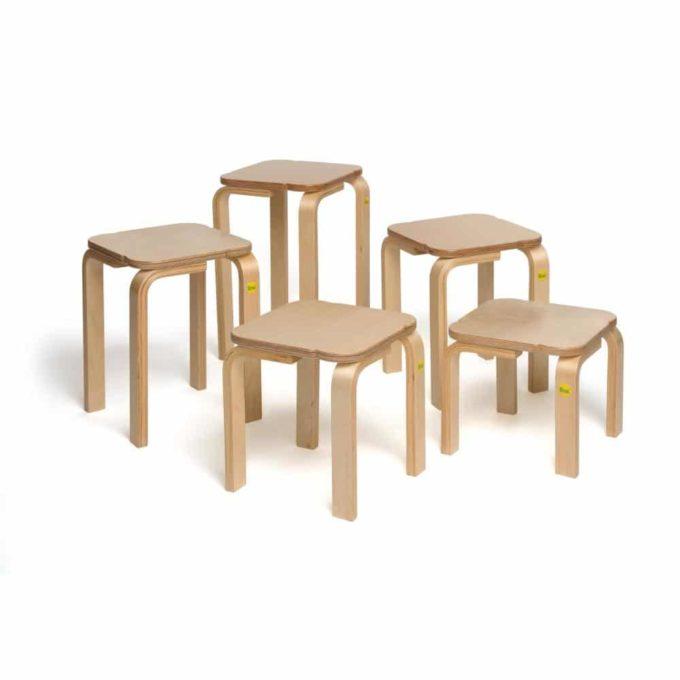 Holz-Hocker mit quadratischer Sitzfläche 3