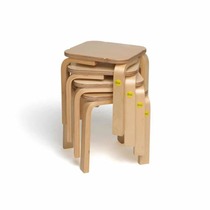 Holz-Hocker mit quadratischer Sitzfläche 2