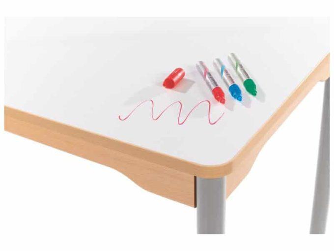 Tisch quadratisch 60x60 cm - mit Metallbeinen und Rädern 2
