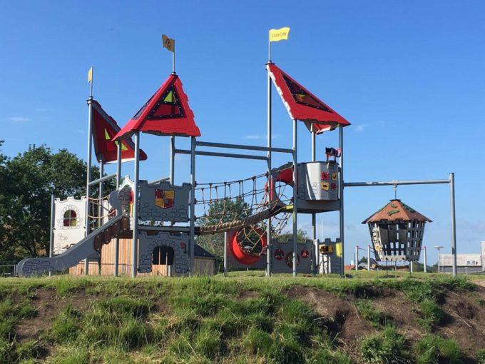 Große Spielanlage Pelleas - LEDON Castle 2