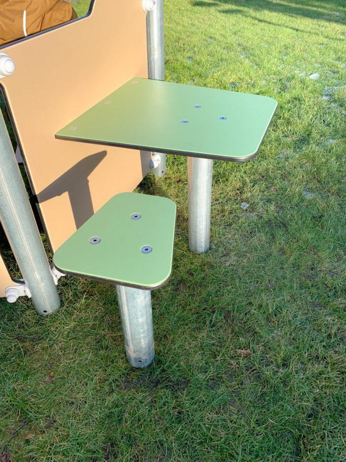 Kleines Spielhaus Bibi mit Spielwand und Tisch - LEDON Basic - LB086 8