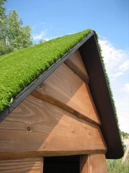 Lars Laj Kleines Haus mit Grasdach 2