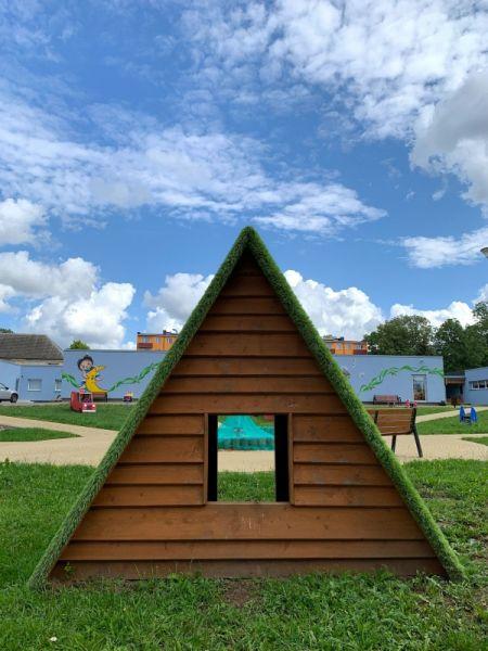 Lars Laj Kleines Haus mit Grasdach 3