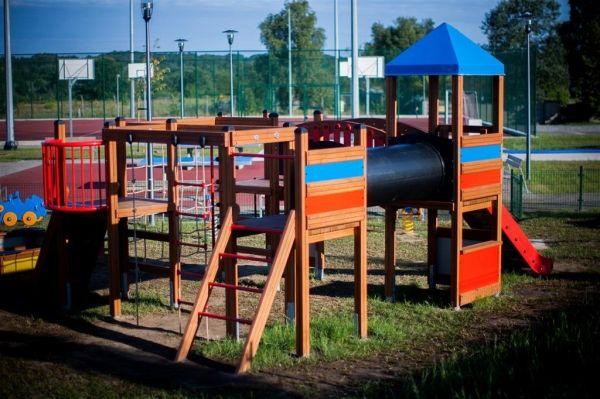 Lars Laj Spielplatzanlage Tarzan Festung 17